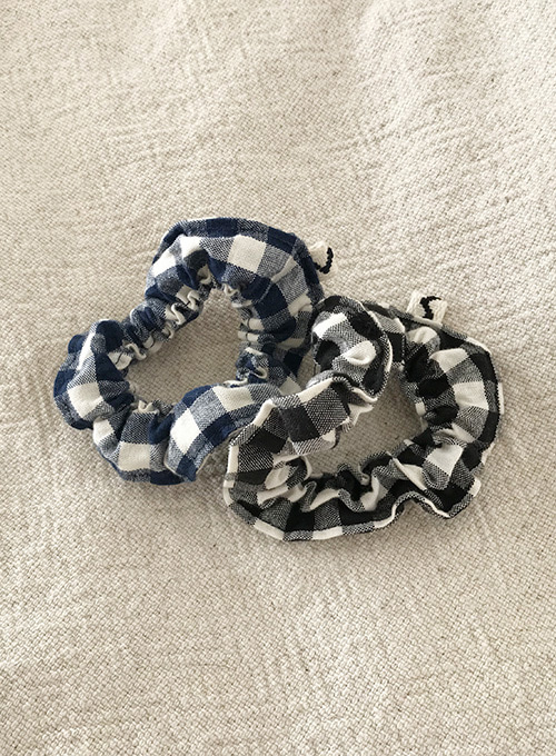 [10% OFF] CHECK SCRUNCHIE (BLACK/NAVY)